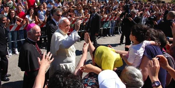 papa-francesco-francesco-calabria-mai-più-bambini-vittime-papa-francesco-contro-ndrangheta-papa-francesco-a-cassano-sullo-jonio-cocò